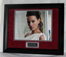A916KB KATE BECKINSALE AUTHENTIC SIGNED